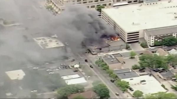 航拍明州抗议第四日现场,国民警卫队驻守建筑物燃烧安卓版
