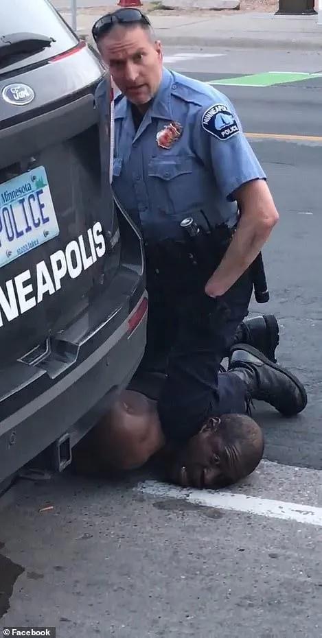 黑人惨死警察膝下续:烧国旗燃大火,美多地抗议骚乱持续升级安卓版