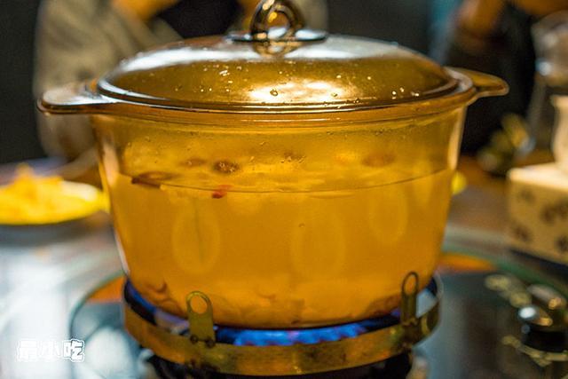 平顶山这家火锅不必辣椒,用椰汁,竟然能够很好吃!插图