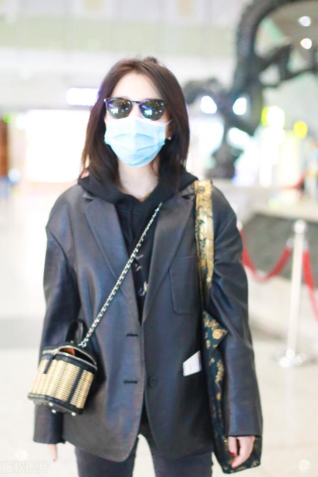 许久未见的熊乃瑾现身机场,一袭黑色穿搭,很有御姐范插图4