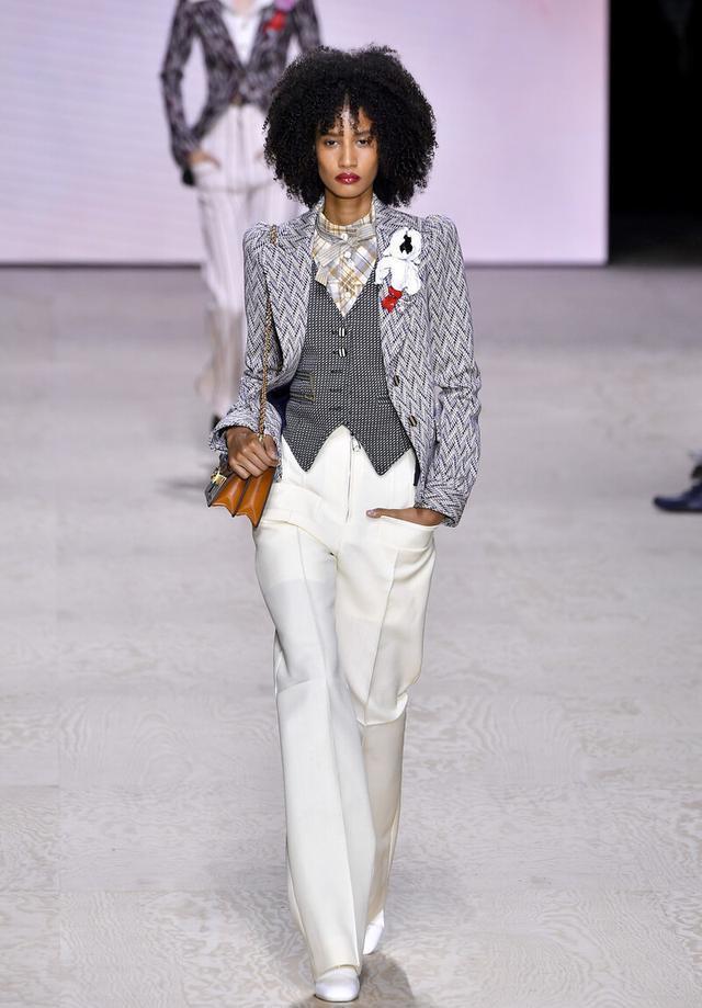 女性也可以帅气又潇洒,英伦三件套复古时尚,秋季这么穿太新潮-第2张