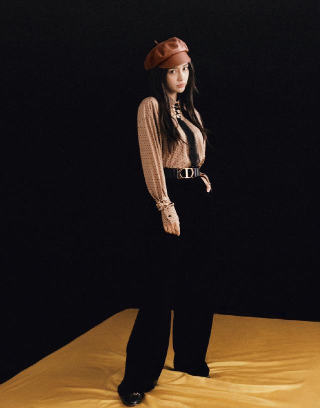 杨颖封面大片诠释豌豆公主,不同风格穿搭名门泽佳效果复古优雅