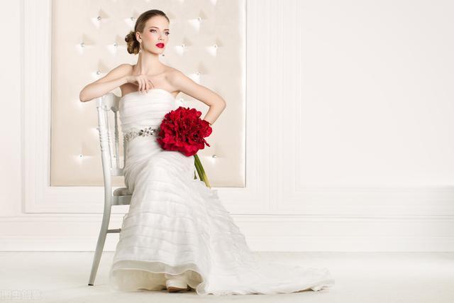 披上婚纱是每个女孩子的公主梦,穿越历史探索洁白婚纱的诞生发展-第5张