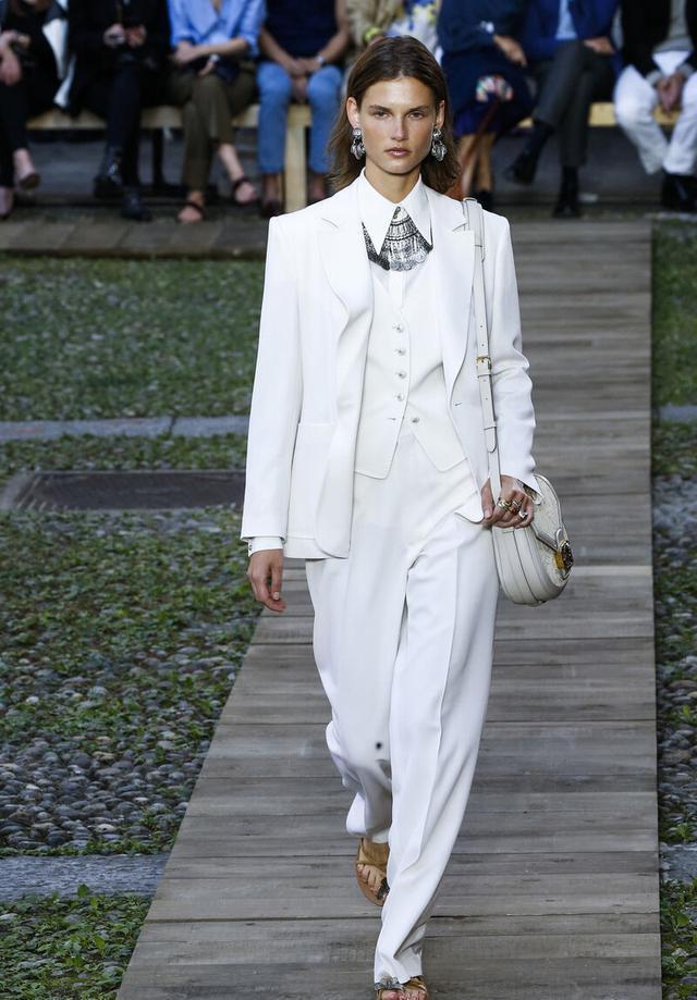 女性也可以帅气又潇洒,英伦三件套复古时尚,秋季这么穿太新潮-第7张
