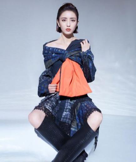 名门泽佳:佟丽娅新封美极了!超A背头造型搭墨绿长裙效果优雅高贵