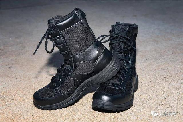 解放军新型作战靴曝光:不足一公斤 较17式减重27%-第1张