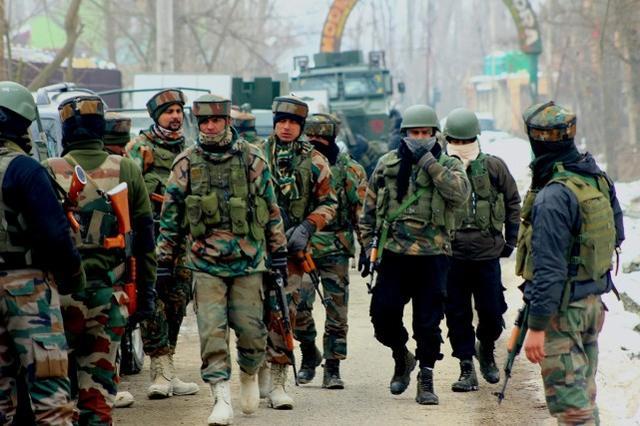 边境冲突再次爆发,印军一天封锁两地区,巴基斯坦开火猛烈炮击