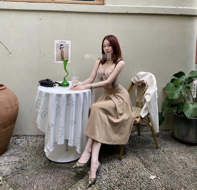 前国足大将范志毅女儿,范斯晶晒美照,与后妈姐妹相称 第3张