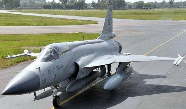 巴基斯坦枭龙战机坠落!飞行员弹射逃生,印度网友:我们击落的-第1张