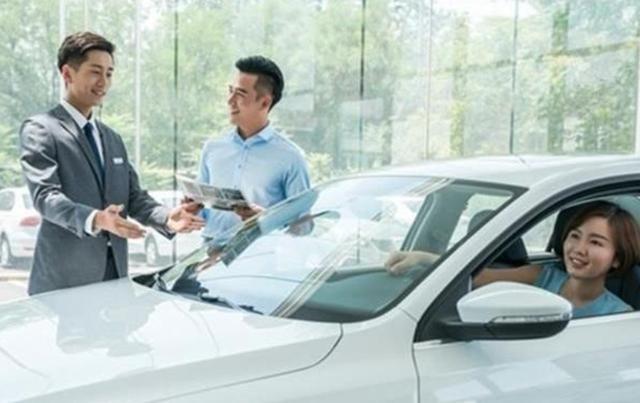 """为什么买新车4S店都推荐你""""贷款"""",而不是全款,内行人告诉你"""