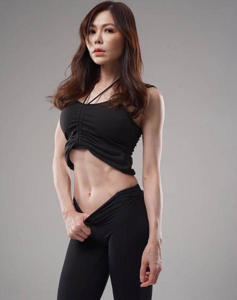 """她40岁开始健身,43岁成\""""美魔女\""""私教,49岁活成女人想要的样子-服务大众健康生活"""