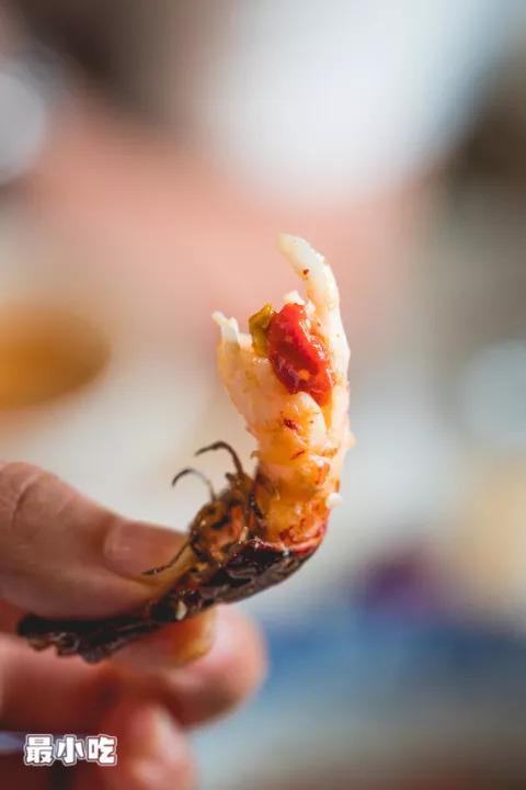 你爱小龙虾照样水煮鱼?平顶山这家神奇串店,嗑虾撸串还能K歌?插图14