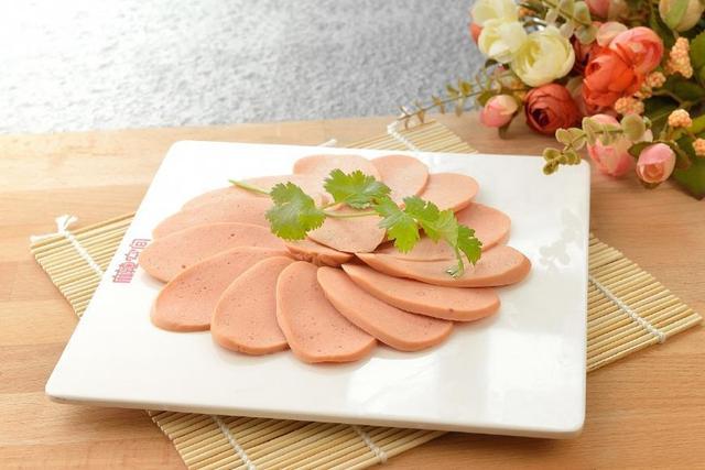 鱼肉火腿肠一股jb味,网友公认最好吃的6款火腿肠,图二是泡面搭档,你吃过几种呢