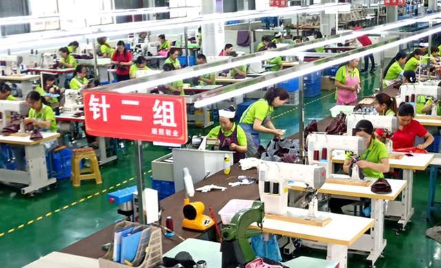 鞋子加工厂生产车间