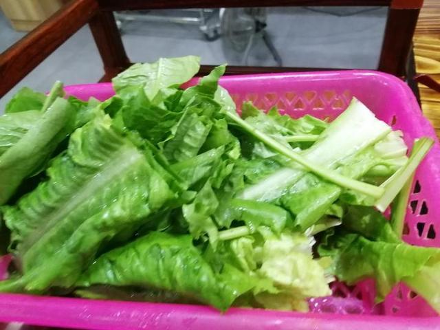 在灌阳吃的酸汤火锅跟贵州的完全不一样,更别有风味