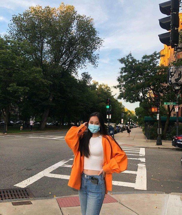 李连杰女儿穿露脐装秀身材,17岁身材太火辣!比利智年轻时更美【www.smxdc.net】 全球新闻风头榜 第1张