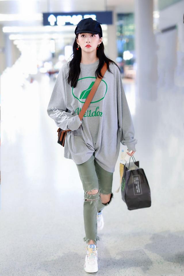 让李沁、赵丽颖爱不释手的单品,一件卫衣轻松get今年流行趋势-第16张