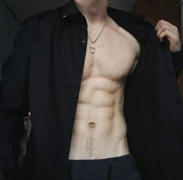 男子朋友圈晒腹肌被骂上热搜,网友:瘦子的腹肌根本不值钱插图9
