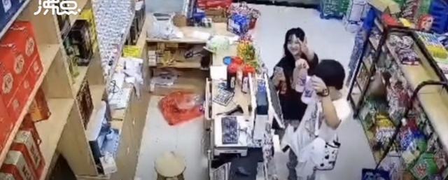 超市老板救援回来发现店里留下多张纸条,监控拍下暖心一幕