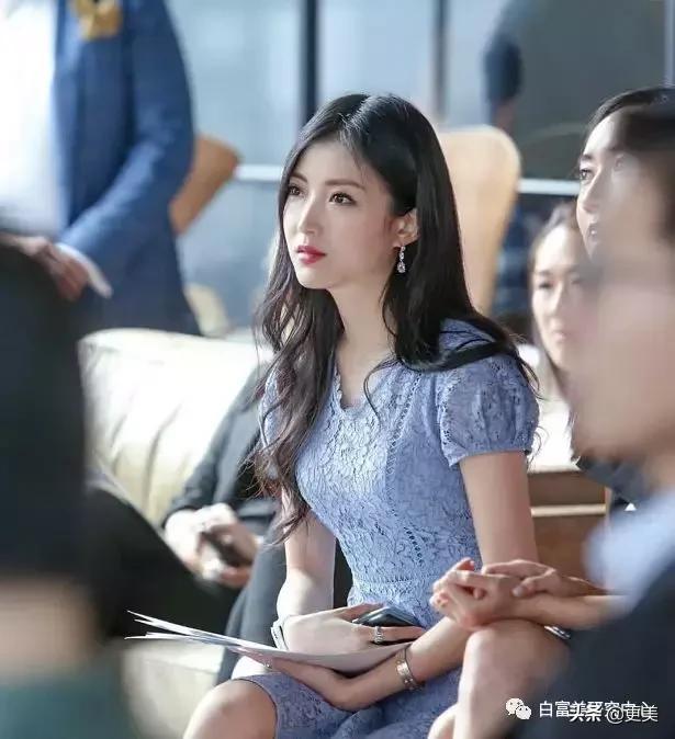 香港名媛劍橋畢業,憑美貌火遍金融圈,之後怒甩出軌賭王兒子?