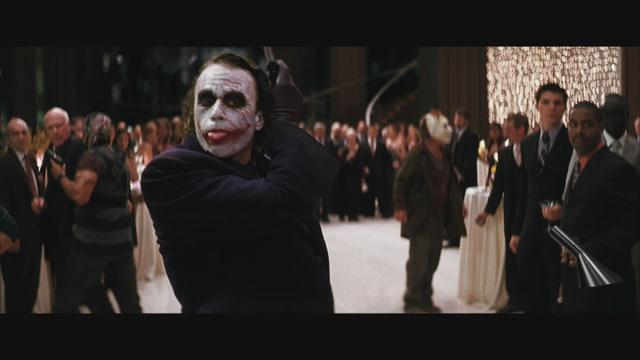为什么很多人喜欢《蝙蝠侠:黑暗骑士》里的小丑?