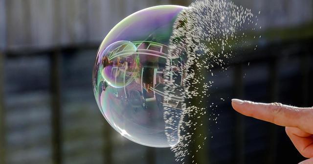有关经济泡沫毁灭的实例,迄今都习惯性例举