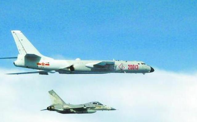 解放军连续两日绕台后,美军战机现身台海,这是来为蔡英文撑腰?【www.smxdc.net】