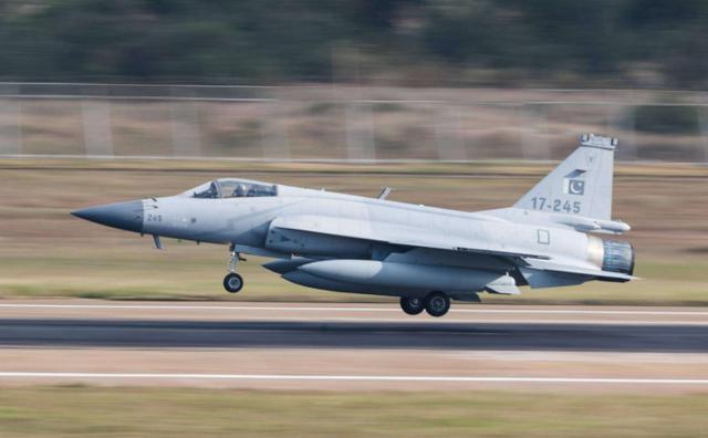 """巴基斯坦""""枭龙""""掉了!战机坠毁于印巴边境,印度国内一片欢腾-第2张"""