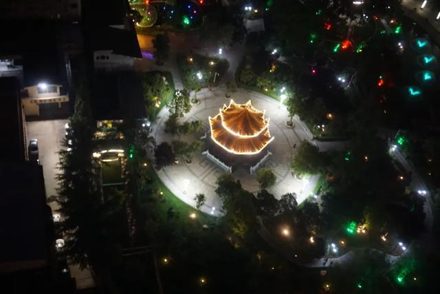 「游园夜景醉游人」晚上8点以后的工人文化宫,美爆了插图34