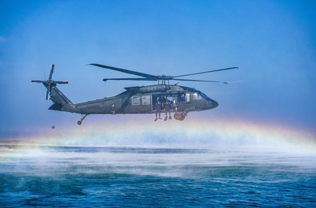 台军罕见公布海空联合特战训练画面,称意在建立海上快速支持能力-第2张