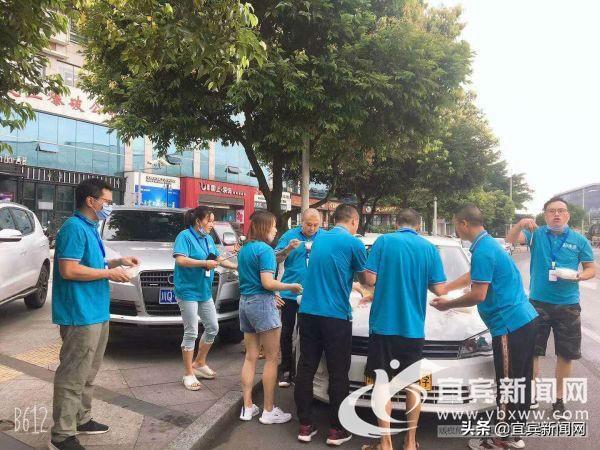 暖心!宜宾一驾校组车队在高考期间为学生爱心送考插图(1)