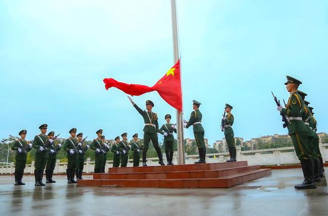 武警绵阳支队举行升旗仪式为祖国母亲庆生-第1张