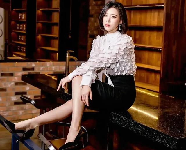 韩国36D性感车模,拥有天使面容和魔鬼身材,称最想来中国发展插图