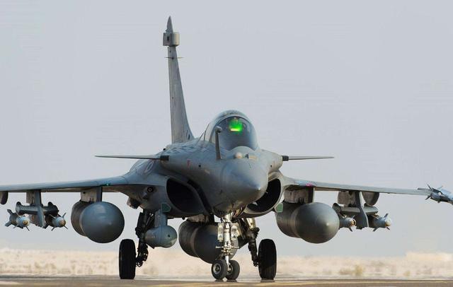 印军一直蠢蠢欲动?轰-6部署边境,对印前沿阵地或有毁灭性打击-第3张
