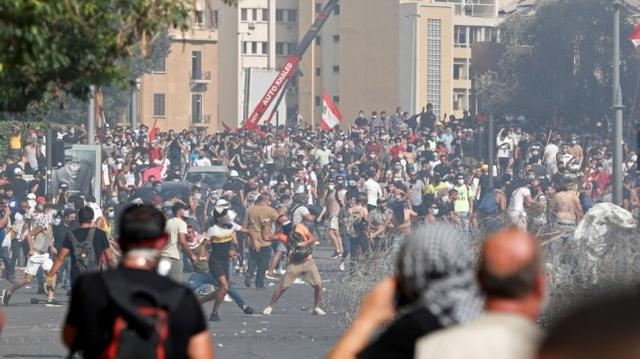 大爆炸后黎巴嫩爆发示威,民众冲进外交部大楼烧毁总统像,美国发声