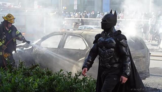 暴乱美国下的DC漫威Coser,蝙蝠侠蜘蛛侠名副其实