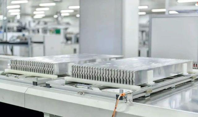 小鹏汽车首次自燃,官方:电池托底造成!三元锂电池真的易燃吗?