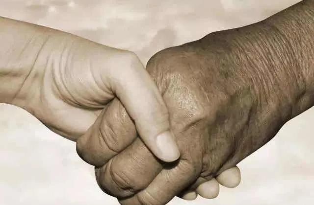 微信群「拍一拍」上线:你跟朋友这么好,为什么对父母冷暴力?-微信群群发布-iqzg.com