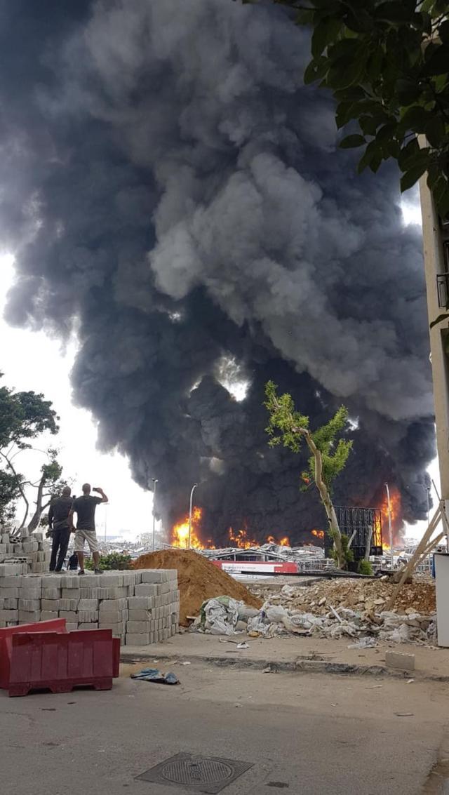 黎巴嫩贝鲁特港口发生火灾【www.smxdc.net】