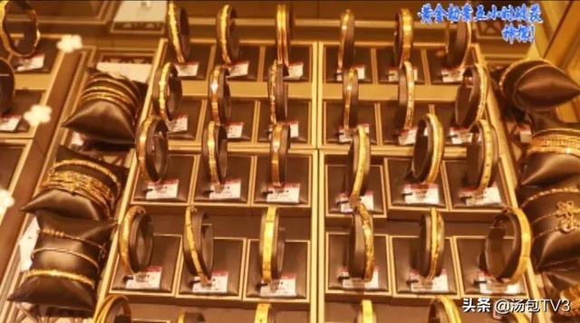 武汉一金店被抢,男子换到钱的第一时间竟是去买衣服 全球新闻风头榜 第1张