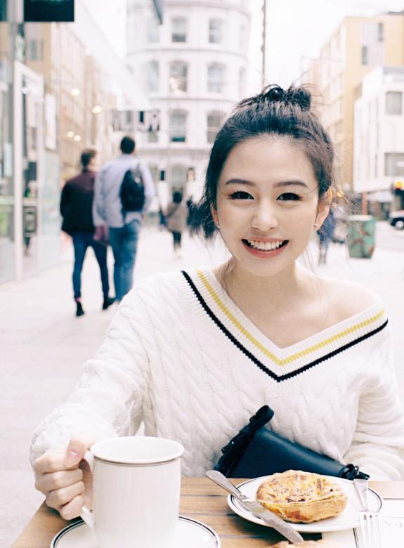 邱淑贞女儿沈月登上大刊封面,18岁星二代的时装进化之路-第9张