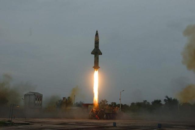 """嚣张!印度砸230亿买军火,还频频""""秀""""导弹,外强中干别演戏了-第1张"""