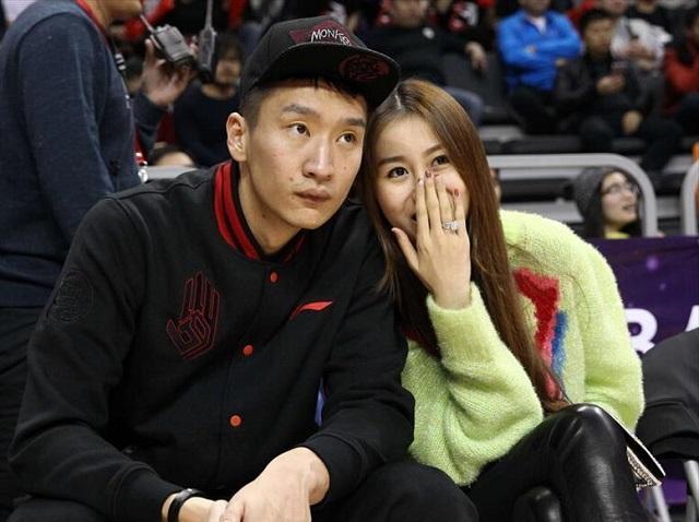 中国男篮国手孙悦被曝离婚,新女友为知名车模,两人甜蜜牵手约会插图2