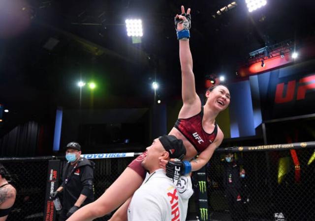 闫晓楠豪取UFC六连胜,随时准备好挑战张伟丽 全球新闻风头榜 第5张