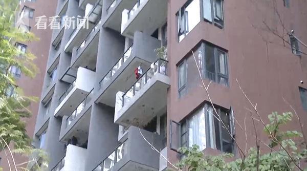 楼上无人居住却日夜传出怪声 楼下邻居吓坏了…… 全球新闻风头榜 第1张