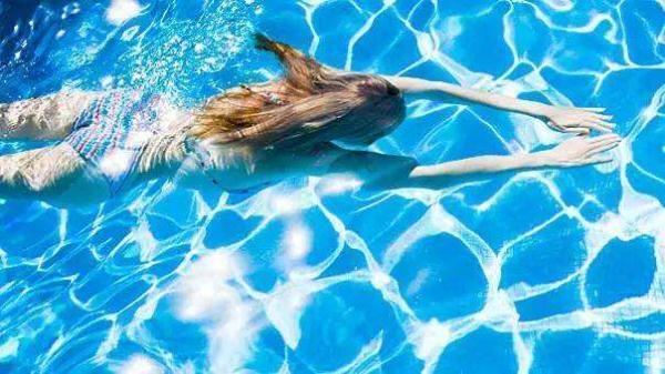 万物有趣|游泳后全身皮疹发痒,是不是撒尿的人太多了?