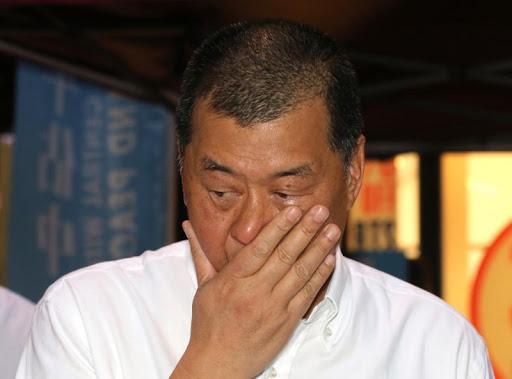 乱港头目黎智英获准保释,5千万港元资产冻结,周庭旅游证件没收