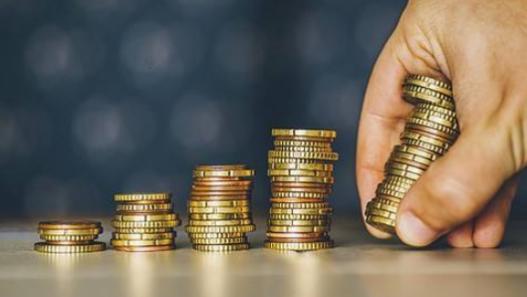 "A股市场""捡钱时代""到来:如果有10万资金,应该买一只股票还是多只股票更赚钱?小资金做大最科学方法"