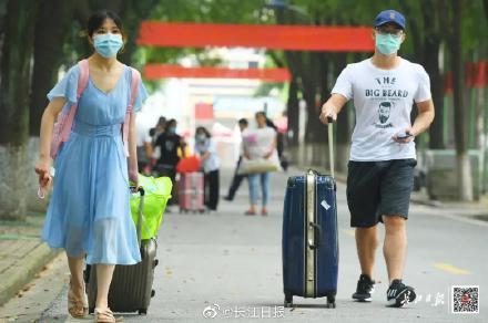 欢迎回家!刚刚,武汉迎来第一批返校大学生www.smxdc.net 全球新闻风头榜 第4张