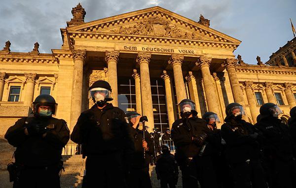柏林再度爆发万人反防疫抗议,极右势力混入其中www.smxdc.net